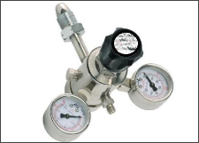 Double stage gas pressure regulator